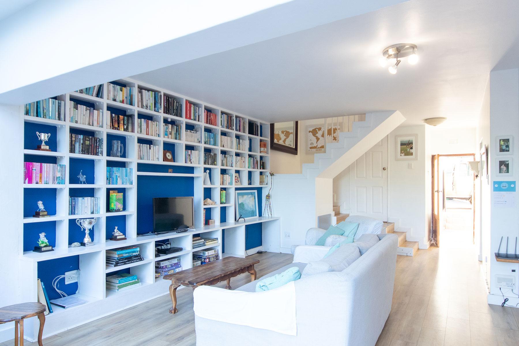 Lounge & TV Area